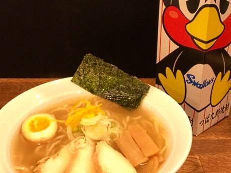 店主お薦めの「鶏チャーシューの柚子塩ラーメン」と「つば九郎焼酎」