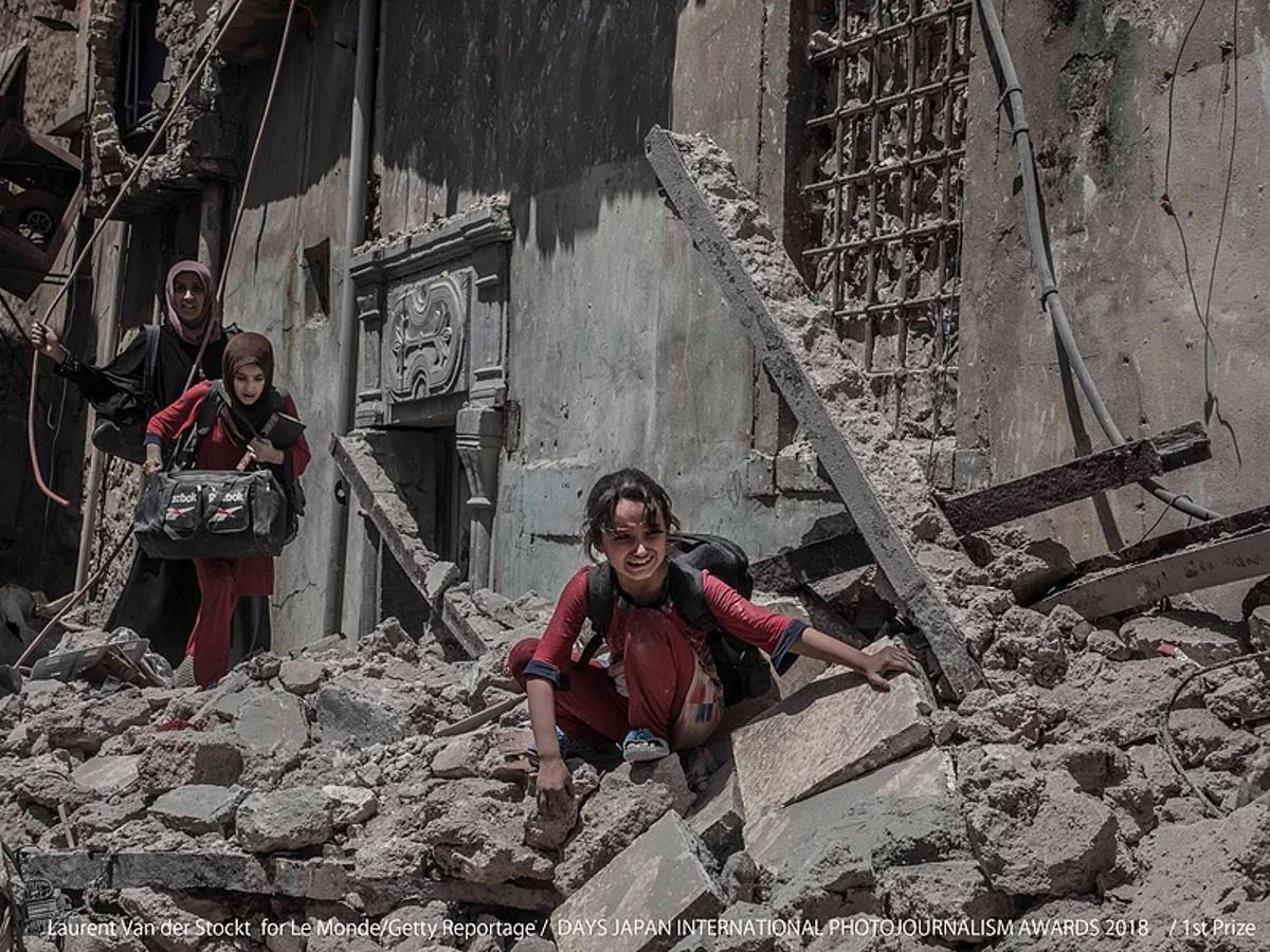 「DAYS国際フォトジャーナリズム大賞2018」第1位、ローレン・ファン・デル・ストックさん「イラク・モスル 逃げ惑う人々」 Le Monde / Getty Reportage
