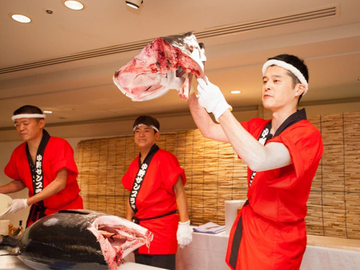 オープニングイベントでは「マグロの調理実演ショー」も行う(過去開催の様子)