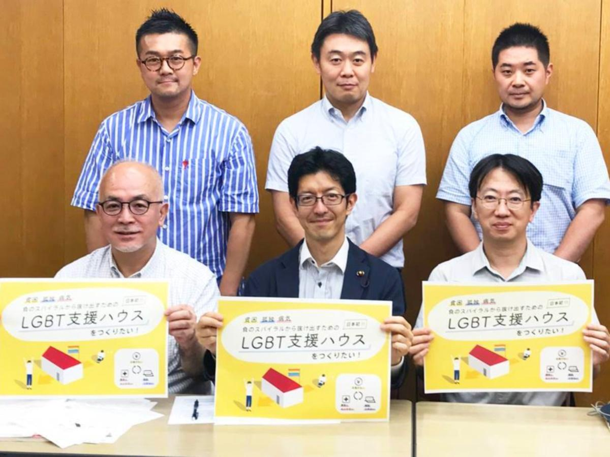 自らもゲイであることを明かしている中野区議会議員の石坂わたるさん(中央手前)
