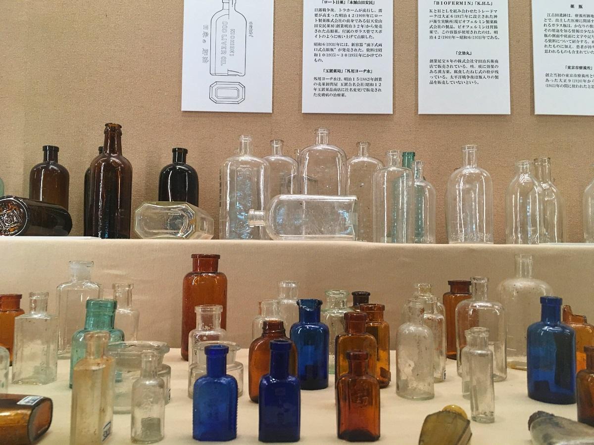 (関連フォト)展示されているガラス瓶