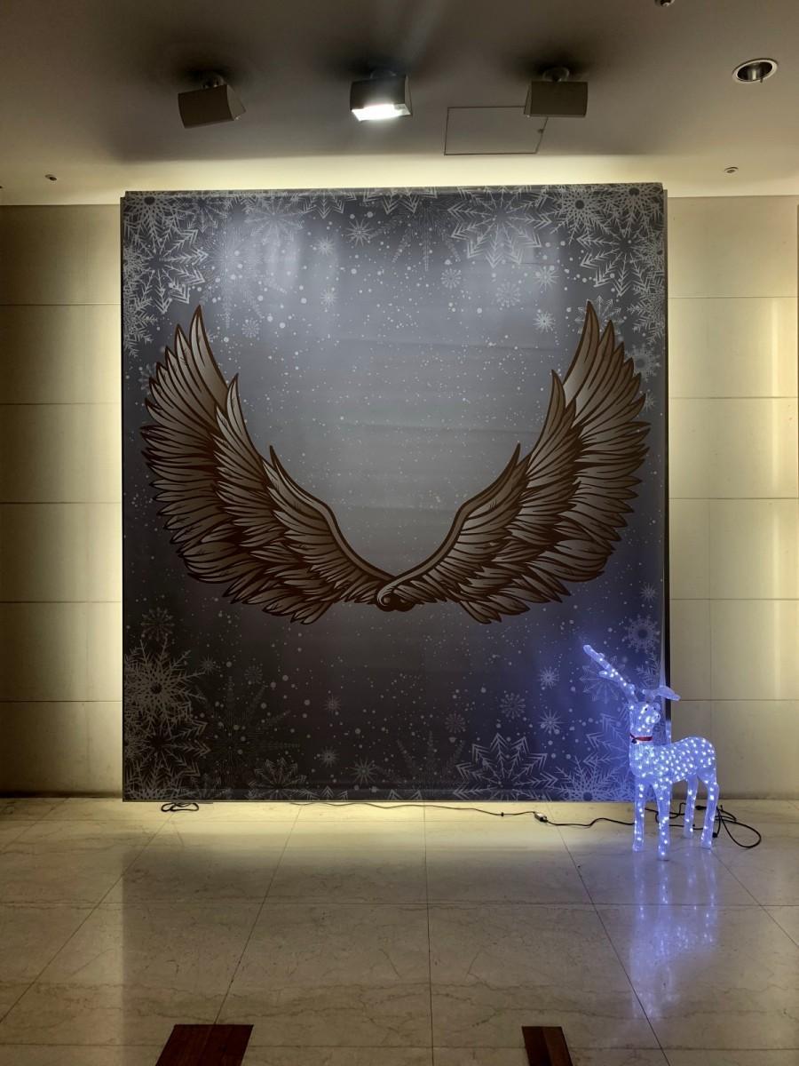 中野サンプラザ1階ロビー奥にお目見えした「天使の羽」フォトスポット