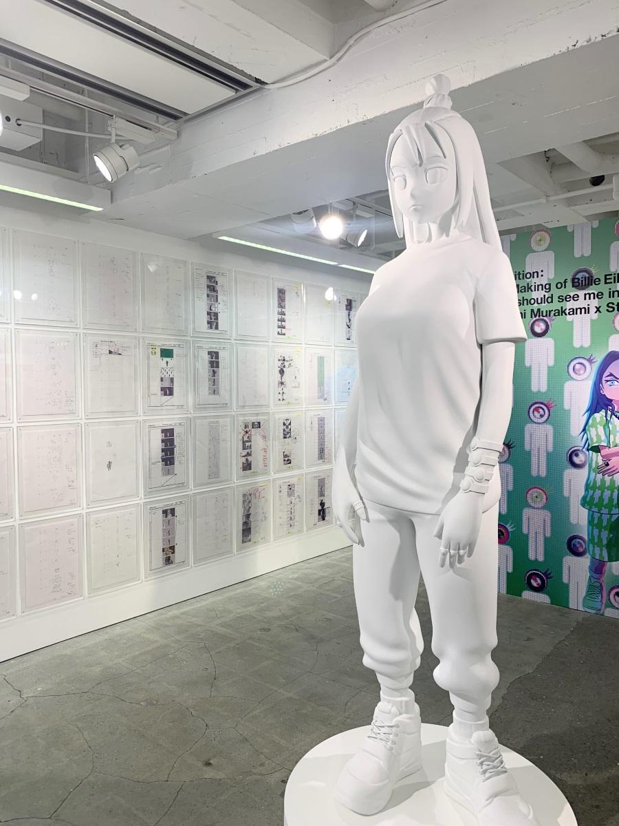 アメリカで開催されたリリース・イベントで使用された村上隆さん作の巨大フィギュアも展示