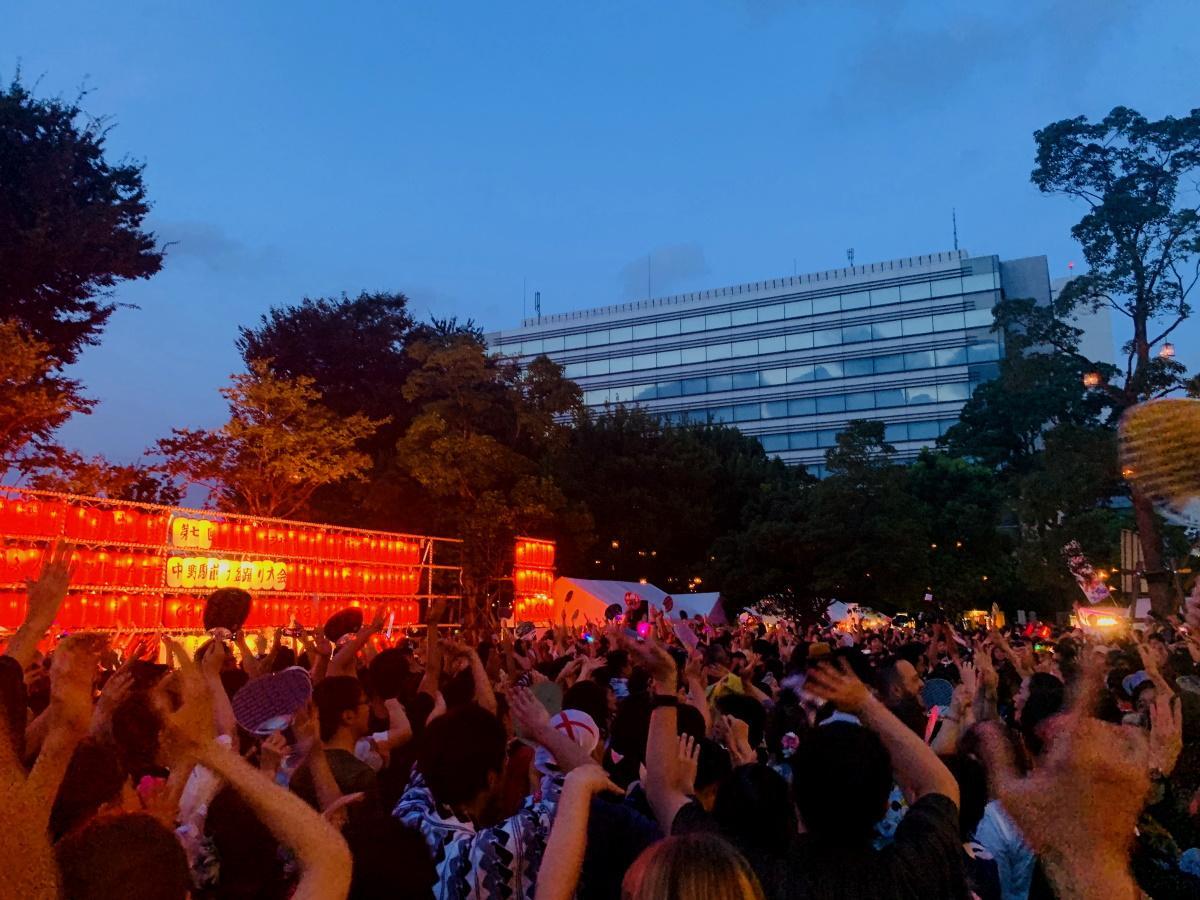 PV1位から、「中野駅前大盆踊り大会」でのDJ Cellyさん「盆ジョビ」タイムの様子