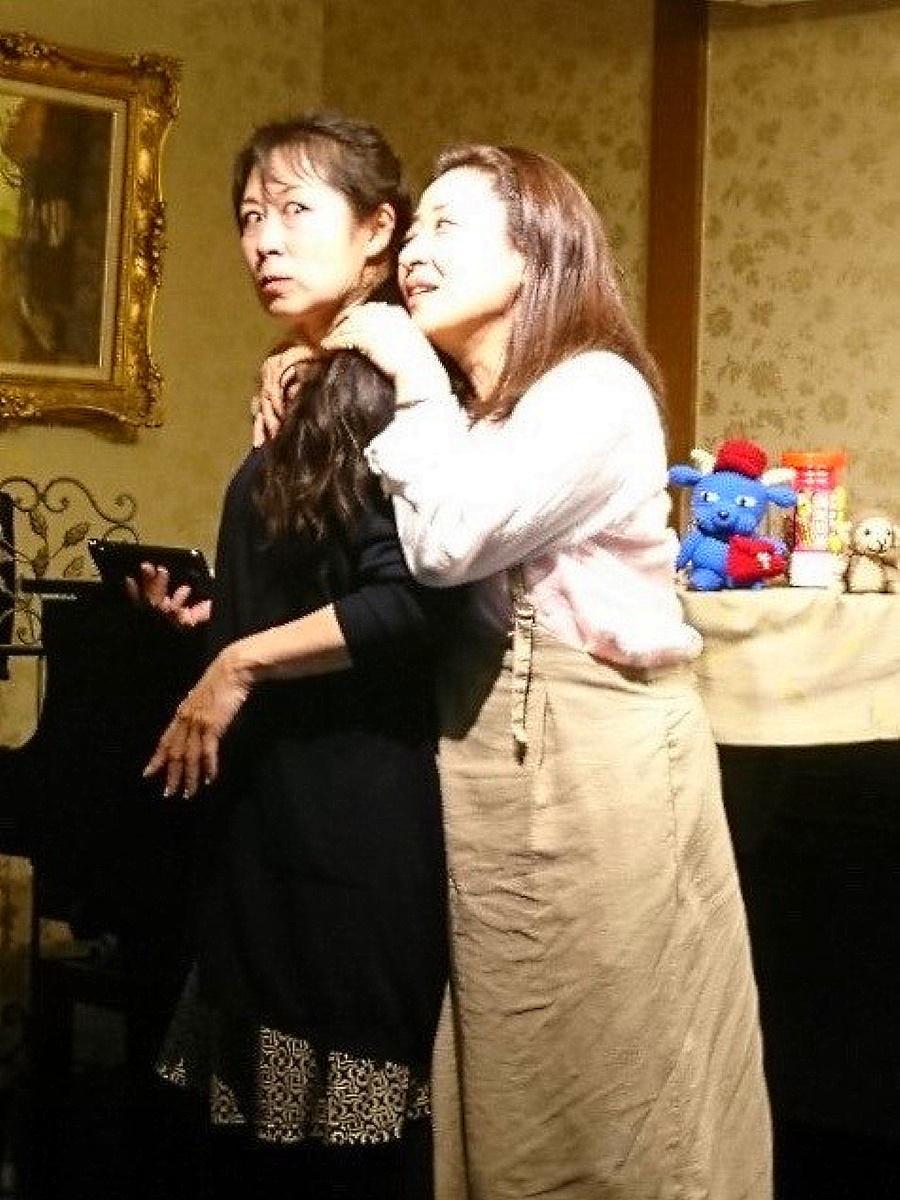 齋木亨子さん(左)と最上桂子さん(右)の女ふたり芝居