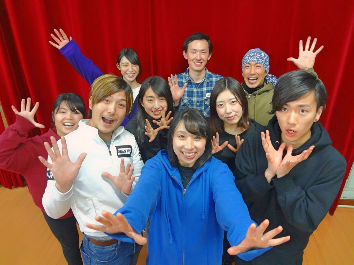 初主演のたまゆり笑さん(写真前列中央)と「アトランティスZERO」キャスト陣