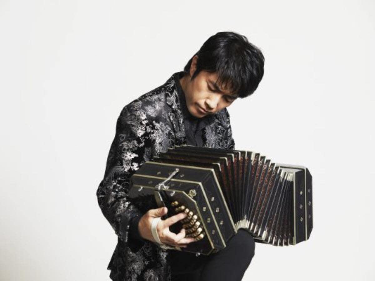 世界的バンドネオン奏者の小松亮太さん © YUSUKE TAKAMURA