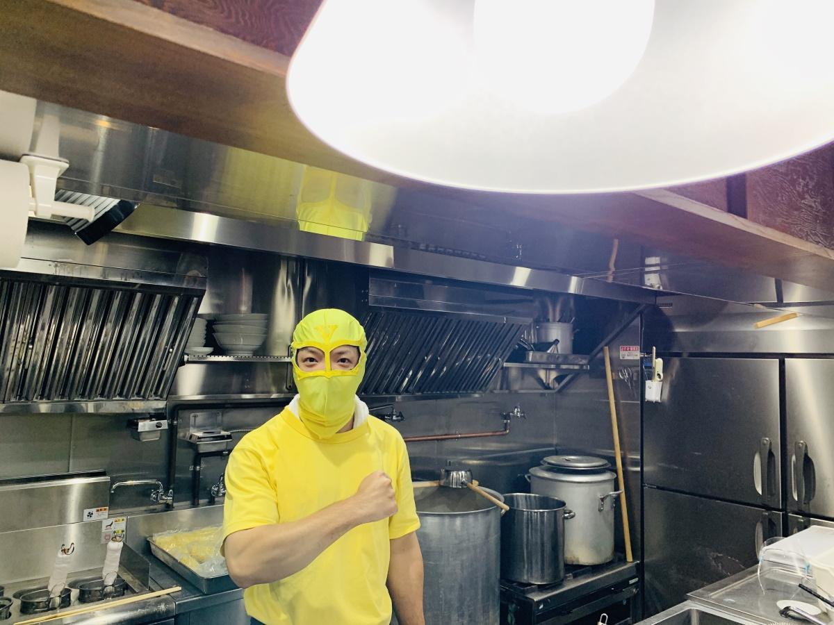 プレオープン中はマスクをしていた店主の花木裕之さん
