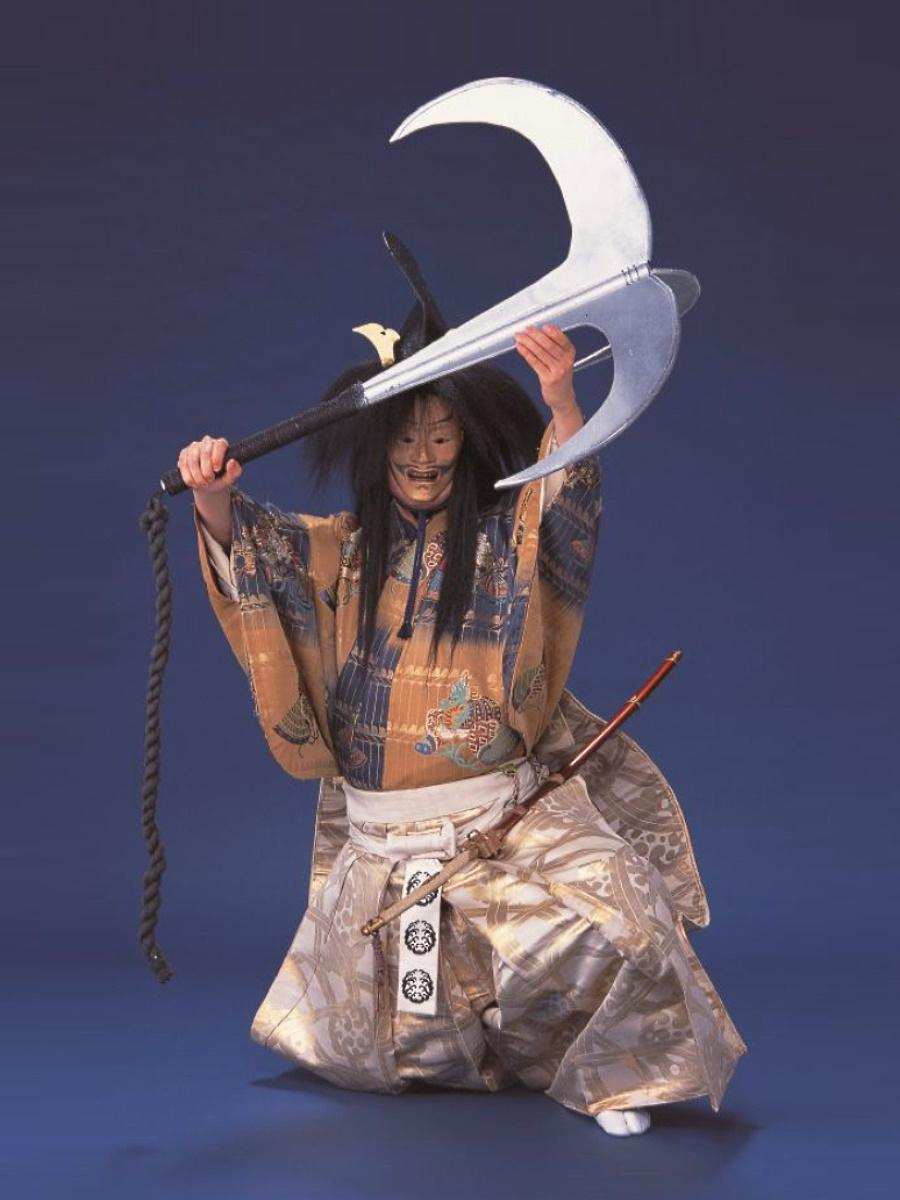 能「碇潜」後シテ・平知盛の霊を演じる観世喜正さん(撮影は青木信二さん)