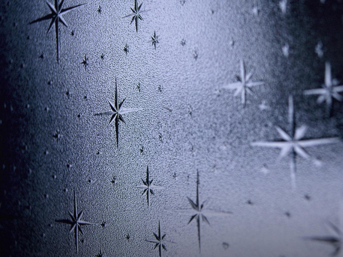 「Art Space銀河101」の名前の由来でもあるアトリエ入り口に窓ガラスの模様
