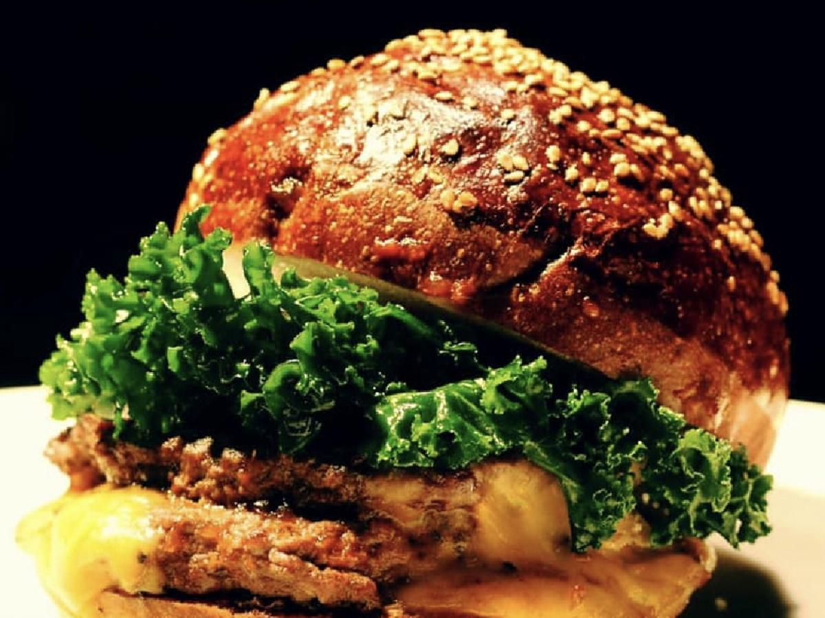 「バーガーネーブル」のハンバーガー