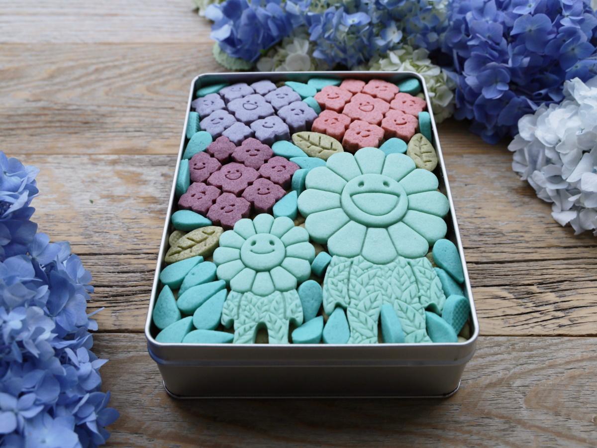 春から夏への移行の旅路を楽しめるという「お花の親子の紫陽花クッキー缶」