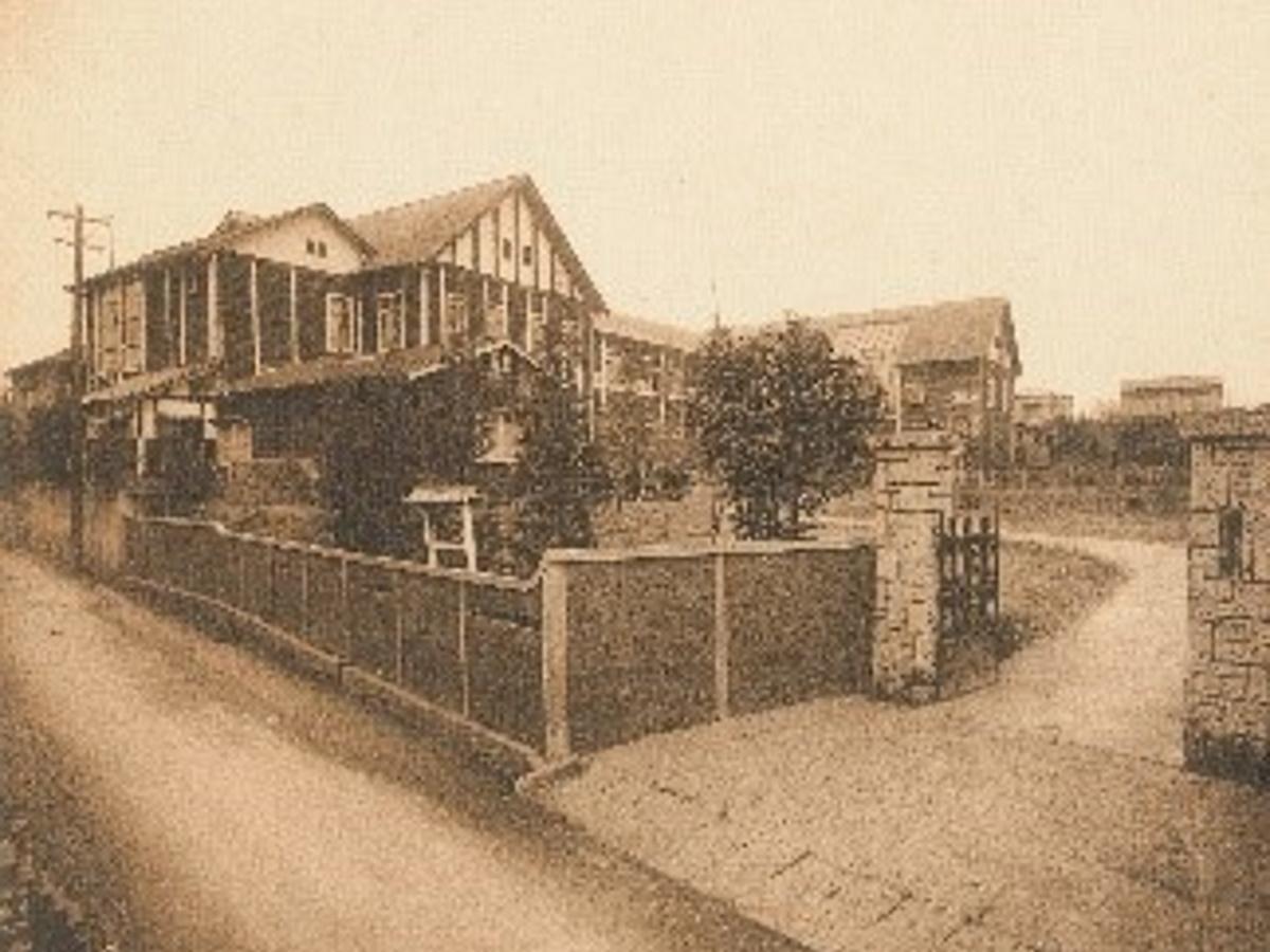 1923(大正12)年当時の校舎