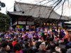中野・新井薬師梅照院で恒例「豆まき」-著名人ら練り歩きも