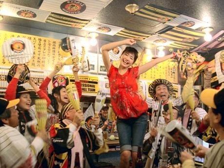 江崎グリコ「ポッキーチョコレート」テレビCM「Hello New Friend! 大阪」(15秒)編のワンシーン