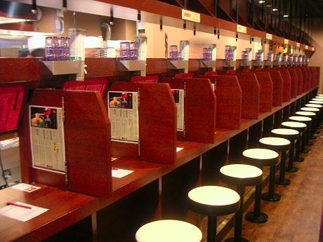 「味集中カウンター」の博多ラーメン「一蘭」が道頓堀に関西1号店