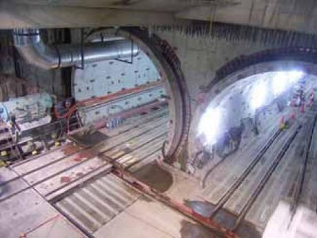 開通準備が進められている「阪神なんば線」。写真は近鉄難波駅西方立坑部