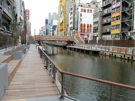 4月1日から供用が開始された道頓堀川遊歩道(太左衛門橋~相合橋間)