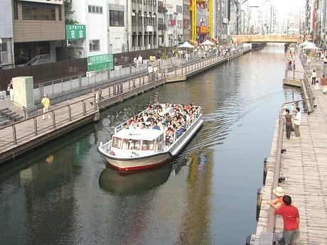 水面からミナミの繁華街・道頓堀を観光できる人気のクルーズ