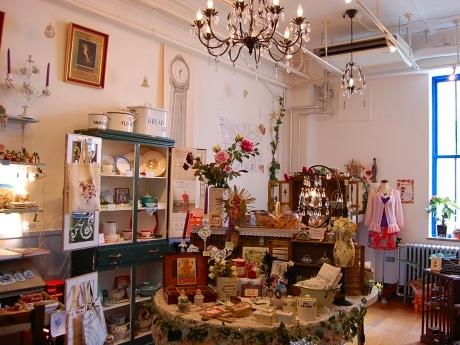 イギリスの田舎町を連想する「アランデル」店内の様子。