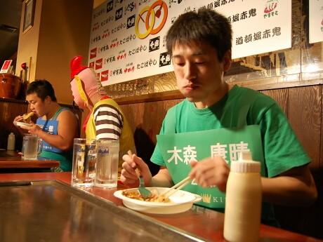 優勝した木森康晴さん。早食いを得意とするが、「大食い大会での優勝は初めてでうれしい」とコメント。