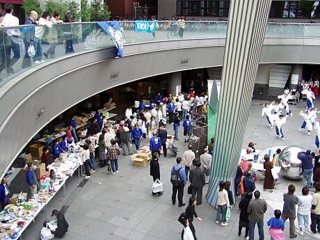 日本ユニセフ協会大阪支部が毎年開催しているチャリティーバザー(写真=昨年の様子)