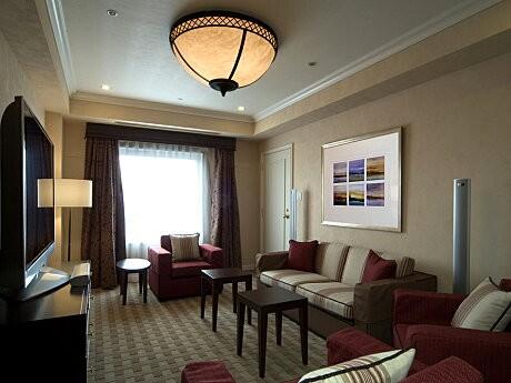 50インチのプラズマテレビ付きシアタールームでW杯を観戦する「なんばオリエンタルホテル」の限定プラン。