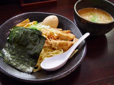 平打ち太麺の「特製つけ麺」(1,050円)