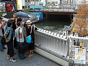 道頓堀に「巨大アヒル」出現-AR技術を活用しブロガーらが企画
