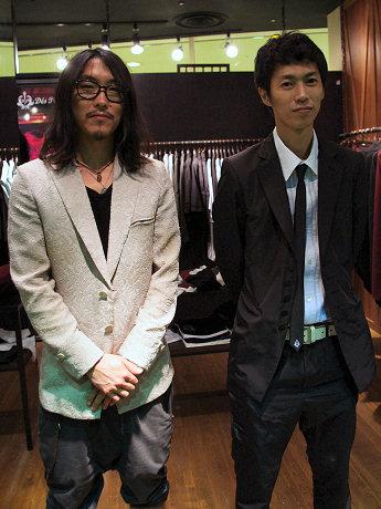 デザイナーの大岩大祐さん(左)と、取締役の小栗了さん(右)