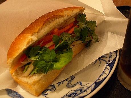米粉をブレンドした「ブランジュリ タケウチ」特製パンを使用