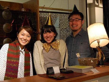 時にはコンシェルジュ、時には付き添い役としてゲストをもてなしてきたスタッフのみなさん(左=島林峰子さん、中央=酒井直美さん、右=桃田憲吾さん)