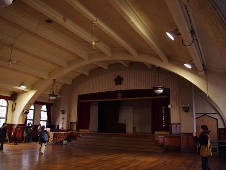 ドーム型の天井が印象的な講堂
