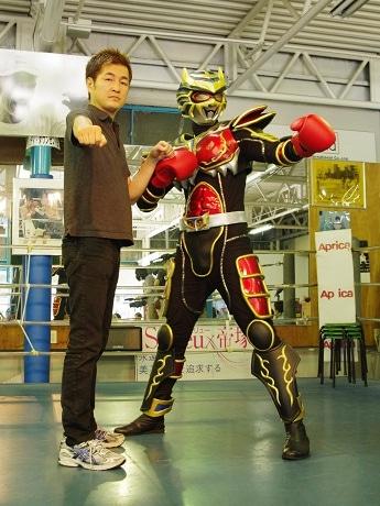 ボクシングの元世界チャンピオン・井岡弘樹さんと「トライオー」