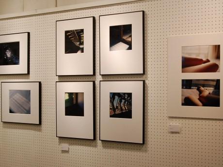 会場では、ワタナベカメラの「プリントを愛し、足しげく通う」25人の作品を展示する