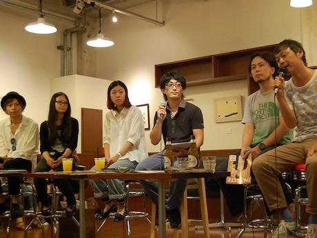 会場に詰め掛けた約120人を前に関西在住の編集長5人がトークショーを行った