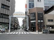 南堀江・オレンジストリートの入り口にあるアーチ状のゲート