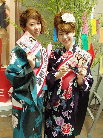 昨年の「心斎橋Girlsコンテスト」で、心斎橋筋商店街賞に選ばれた中西美和さん(右)と、ホテル日航大阪賞に選ばれた高田夏貴さん(左)