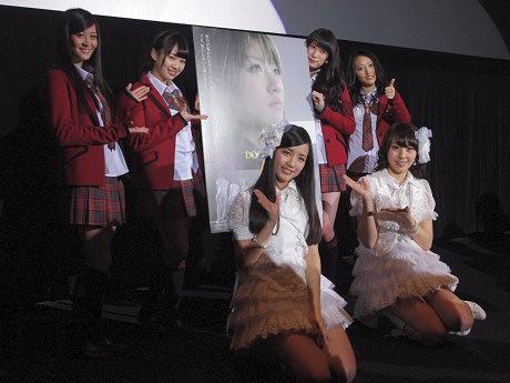 (左から)上西恵さん、小笠原茉由さん、加藤玲奈さん、藤江れいなさん、吉田朱里さん、小谷里歩さん