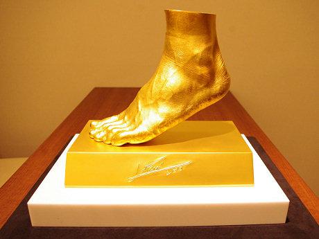 メッシ選手の黄金の左足(約5億円)