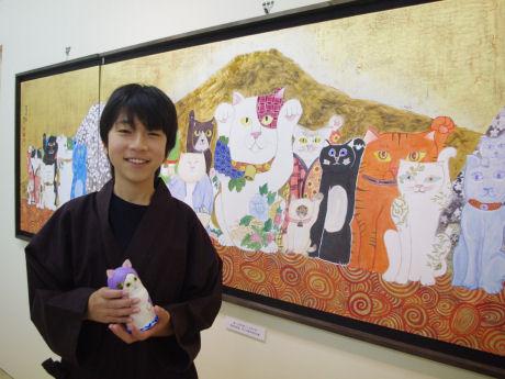 「ネコ作家」として活動する加悦雅乃さん