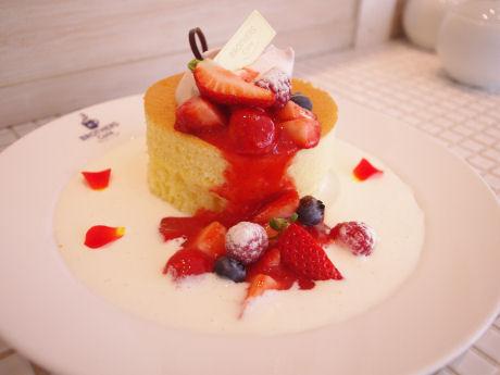 いちごと練乳のふわふわホワイトデーパンケーキ