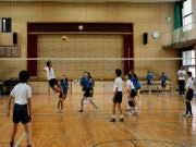 難波で日本と台湾の小学生、バレーボール通じて国際交流