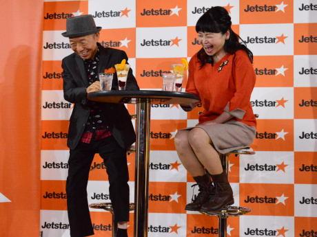 照れ笑いする坂田さんと未知さん