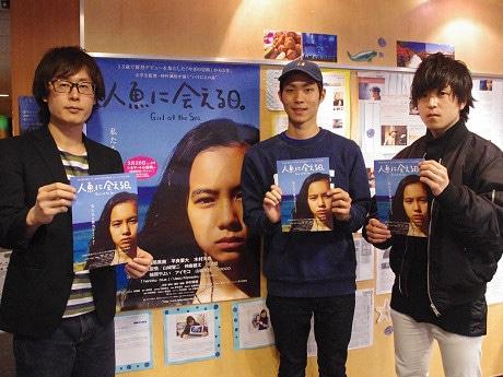 左から、シネマート心斎橋の滝澤悠平さん、仲村颯悟監督、岸本雅史さん