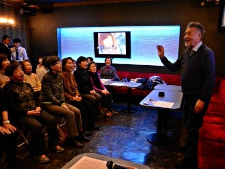 道頓堀で中村泰士さんが合唱指導 「大阪を歌謡曲の聖地にしたい」