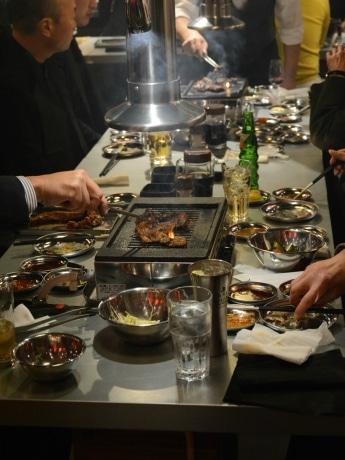なんばに焼き肉バル「炎家」 「昭和レトロ」をイメージした店内、「ちょい飲み」利用にも