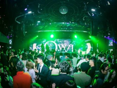 大阪市内10店のナイトクラブを楽しめる