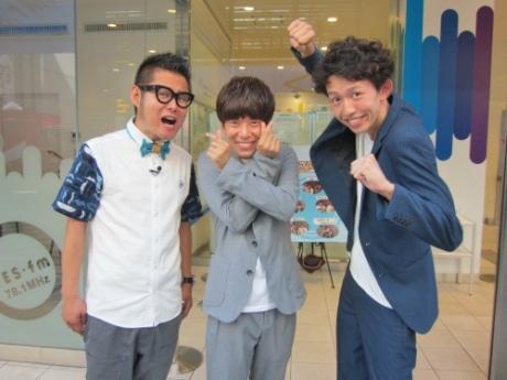 ナビゲーターの下埜正太さん(左)と、9月のゲストお笑いコンビ「きんめ鯛」の2人