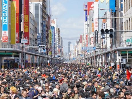 毎年多くの観客を集める「日本橋ストリートフェスタ」
